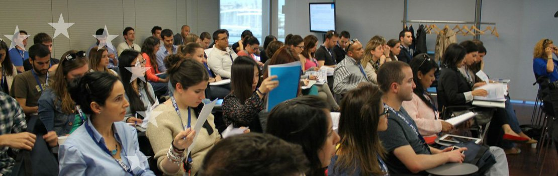 Students attending a lecture during one of the Escola's courses
