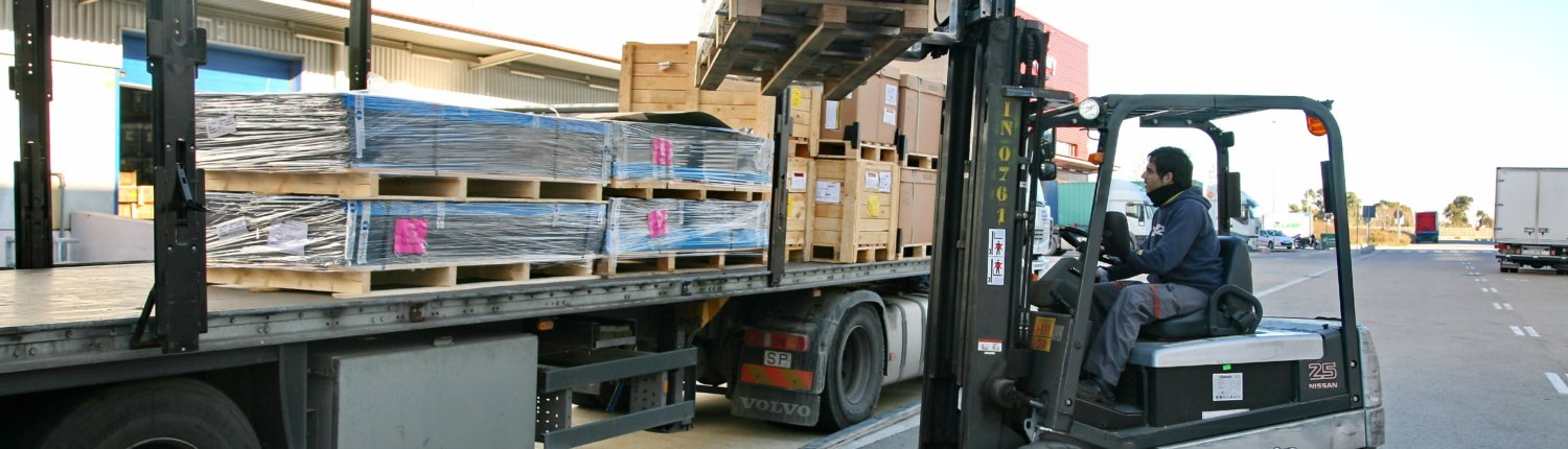 Image of groupage operations - loading of grouped pallets